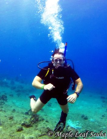 PADI Discover scuba course at Tekila Beach in Cozumel with student