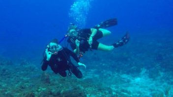 Discover Scuba course from boat in Cozumel with Maple Leaf Scuba's Instructor Glenda Meade