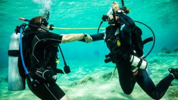 PADI Refresher course sharing air